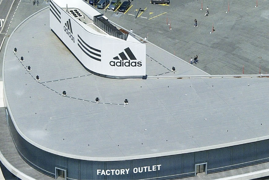 ADIDAS FACTORY OUTLET (ドイツでの施工例)